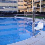 Borde-de-piscina-crema-3-150x150 Baldosa de piscina continuación de 50x100 crema granallado