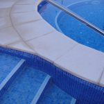 Borde-de-piscina-crema-6-150x150 Baldosa de piscina continuación de 50x100 crema granallado