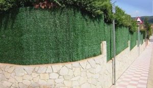 valla de jardin con malla de sombreo