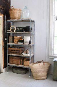habitacion pequeña estanteria industrial